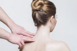 Quarentena pode contribuir para o aparecimento de dor nas costas