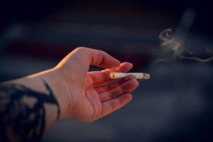 Males à saúde: Os efeitos do cigarro para os ossos